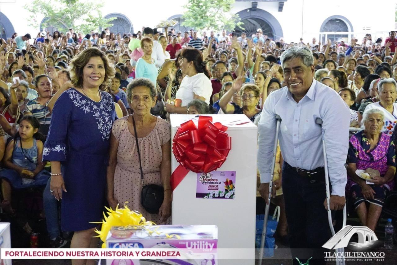 Graan Festejo del Dia de las Madres en Tlaquiltenango