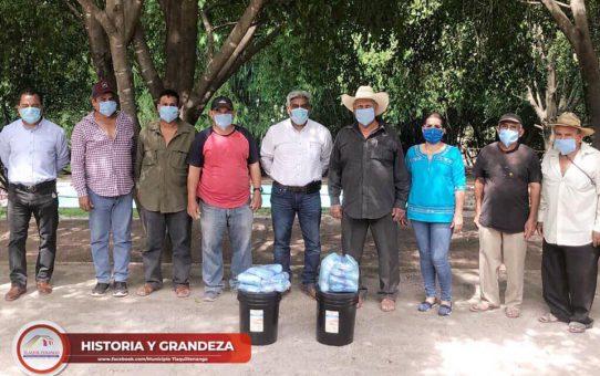 Entrega de gel antibacterial y cubrebocas a los encargados de los balnearios rústicos de Tlaquiltenango