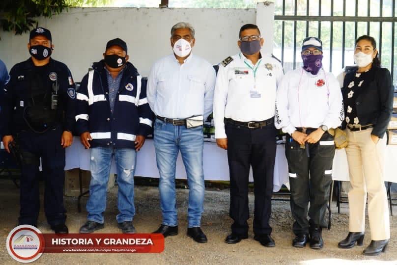 Entrega de uniformes a elementos de seguridad, transito, protección civil y paramédicos de Tlaquiltenango