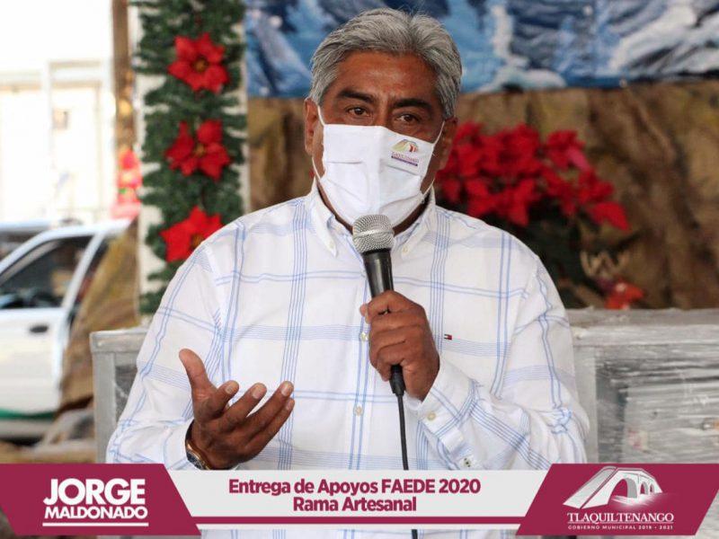 El Profesor Jorge Maldonado entrega apoyos FAEDE 2020 a artesanos de Tlaquiltenango